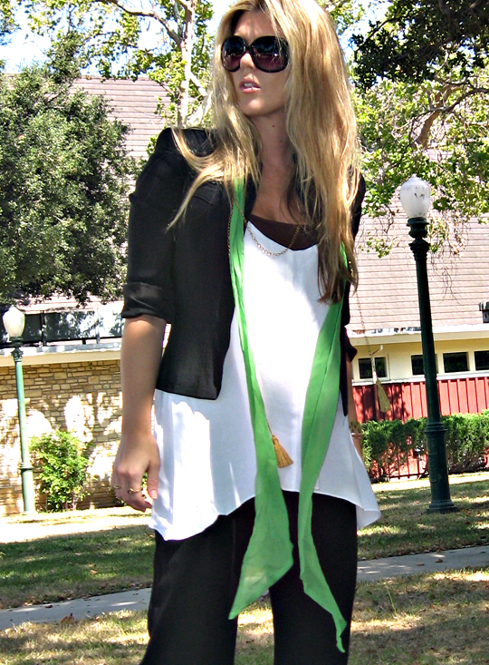 big black sunglasses+70's meets 90's modern style+what to wear+black wide leg pants+loose and comfy outfit+long hair