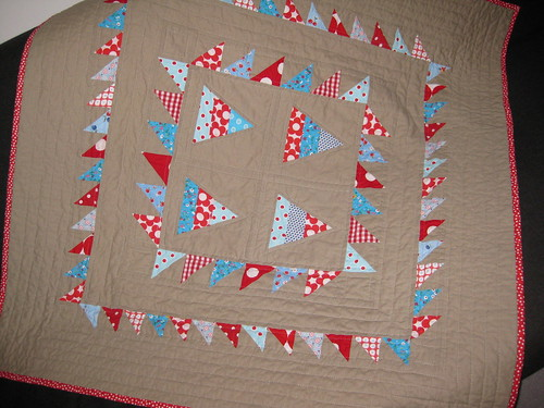 triangle babyquilt front