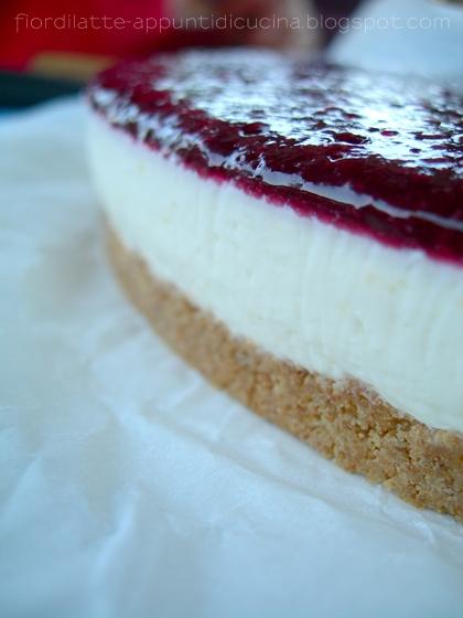 Cheesecake fredda al limone e gelatina di more