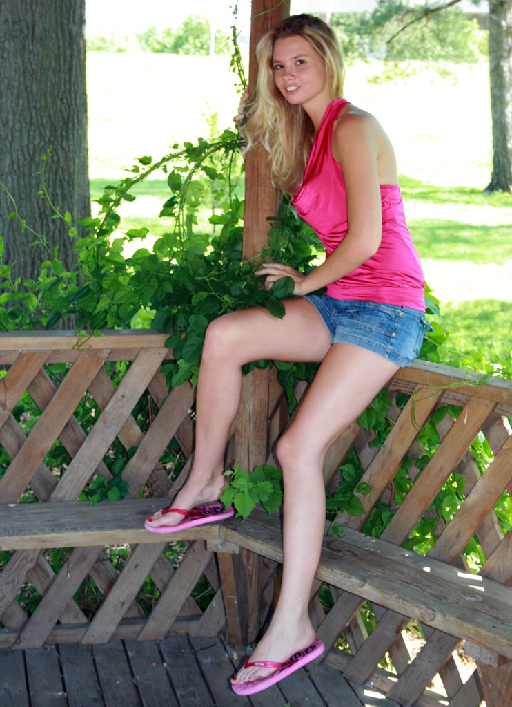 f3bff240ced6e2 Gorgeous Blonde Model in Pink (PhotoAmateur1) Tags  she pink blue friends  summer portrait