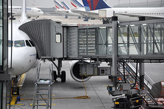 [08:49] ..the AF3008 CDG-SSG. (A380spotter) Tags: paris airbus 100 af jetway charlesdegaulle airfrance roissy cdg a319 dedicate airbridge afr lfpg thyssenkruppag af3008 galerieparisienne 100lrcj fgrxi cdgssg pontarien