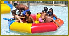 Disfrutando como nios (kirru11) Tags: espaa agua pueblo piscina nios colores quel larioja hinchables