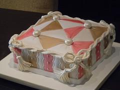 "White vanilla cake with strawberry buttercream filling (Sweet Carolina ""The Art of Cake"") Tags: wedding cookies cake brasil design cupcakes saopaulo casamento doces bolos lembrancinhas minibolos sweetcarolina"