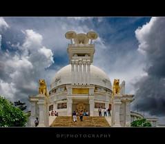 Shanti Stupa, Dhauligiri (DP Photography) Tags: buddhism ashok ashoka nonviolence peacepagoda ahimsa shantistupa dhauligiri buddhiststupa dayariver kalingawar dhaulihills dhauligiribhubaneswar bhubaneswarindia emperorashok kalinganipponbuddhasangh