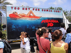 Comic-Con 2010 - Piranha 3D mobile ad