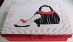 Caixa Patchwork embutido ou carton mousse (Lou Ortellado) Tags: artesanato presente cartonmousse caixamdf caixaforrada caixaforradaemtecido forraoemtecido patchworkembutido patchworkincruste