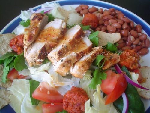 Ensalada de pollo y chorizo