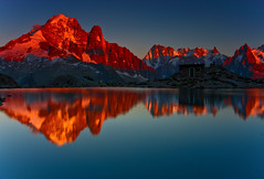Lac Blanc at Sunset (Steve Thompson images) Tags: sunset lake mountains reflection water evening alpine chamonix montblanc alpenglow frenchalps lacblanc grandesjorasses lesdrus montblancmassif ndgradfilter valleedelarve canon1585 aiguillesdescharmoz auguillesrouges