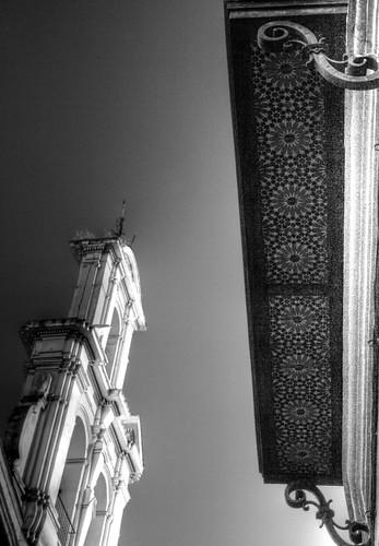 Bell tower and balcony. Campanario y balcón