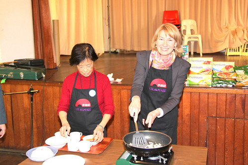 Maxine McKew and Irene Miller during a cooking display for Eastwood Chinese Seniors (18 August 2010)