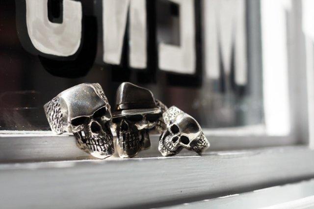 dog-state-skull-rings-0
