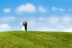 Love on a Hill (Extra Medium) Tags: wedding grass wisconsin bride joshua hill marriage husband bridesmaids wife blueskies groomsmen sueann losangelesweddingphotographer microsoftbackground orangecountyweddingphotographer wisconsinweddingphotographer destinationweddingphotographer santabarbaraweddingphotographer venturaweddingphotographer whitepuffies malibuweddingphotographer