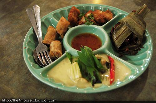 Jai Thai - Pineapple Rice Set