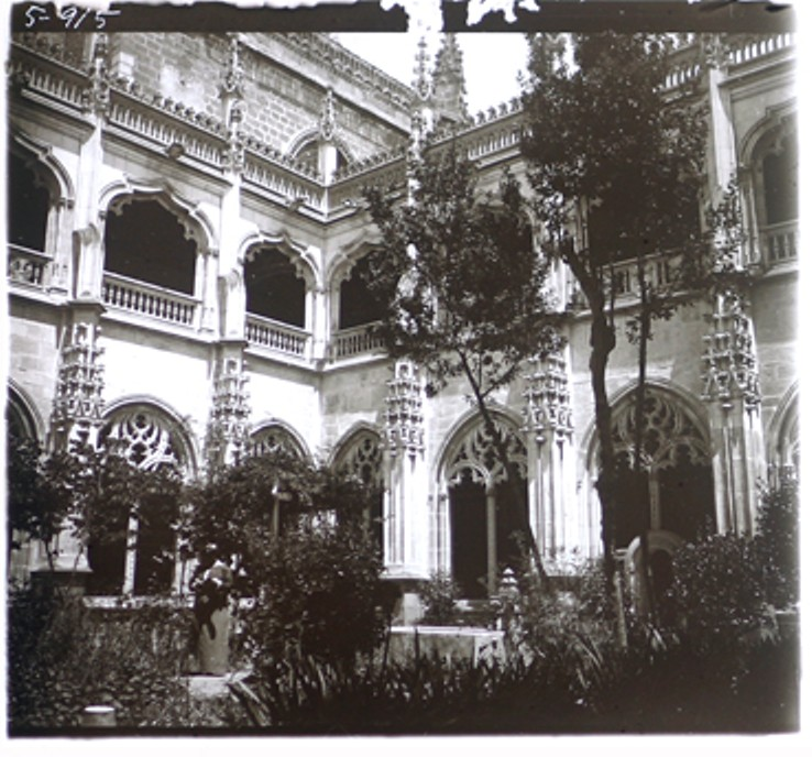 1-05-D. Ribes. Toledo. Claustro de San Juan de los Reyes. Gelatinobromuro sobre cristal (6 x 13); versión digitalizada. Mayo 1915. Colección Guillot-Ribes.