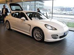 white cars porsche panamera
