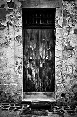 B&W door (|||*Sue*||| peri