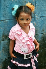 dressed like a gypsy (the foreign photographer - ฝรั่งถ่) Tags: rohyinga child girl dressed like gypsy khlong thanon portraits bangkhen bangkok thailand canon kiss