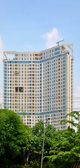 Grand Sungkono Lagoon (Everyone Sinks Starco (using album)) Tags: building gedung architecture arsitektur surabaya eastjava jawatimur apartemen apartment