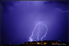 Rayo triple impactando. (Ricardo Alguacil) Tags: storm fall rain electric night lights luces noche lluvia crane toledo impact tormenta nocturna ricardo lightning rayo grua electrica impacto caer alguacil ricardoalguacil