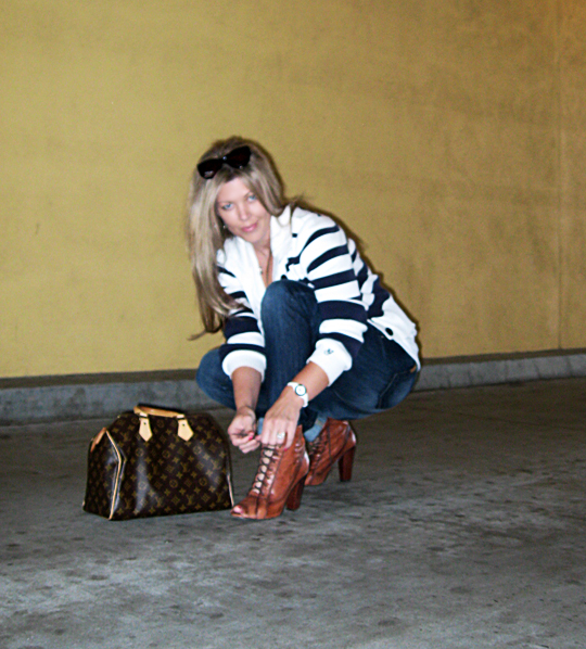 jeans+lace up boots+t shirt+striped cardigan+louis vuitton bag-15