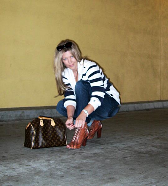 jeans+lace up boots+t shirt+striped cardigan+louis vuitton bag-15