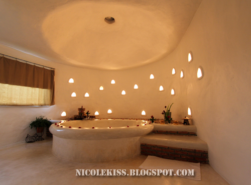 toilet jacuzzi dim light
