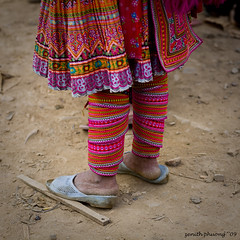 cold cold ground (Zenith Phuong) Tags: poverty winter people woman cold color girl shoes colorful vietnamese dress sandals traditional poor ground vietnam phuong ethnic hmong traditionaldress zenith minorities zenithphuong