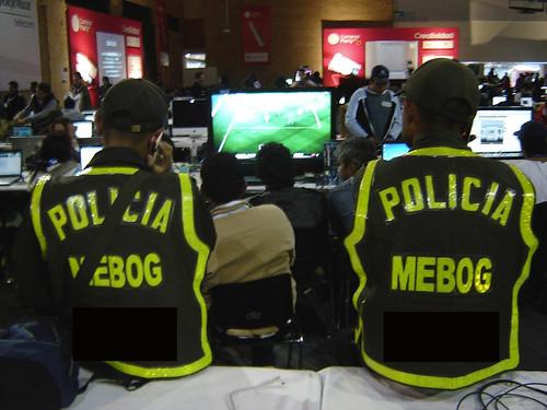 POLICÍAS SIGUEN BARÇA Vs INTER EN XBOX