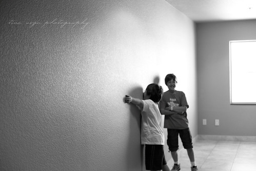 mono wall hug
