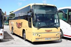 Yelloway Oldham, YN05VRZ. (EYBusman) Tags: road park volvo coach yorkshire lancashire east oldham panther coaches courtesy bridlington paragon chadderton plaxton yelloway b12b hilderthorpe eybusman yn05vrz
