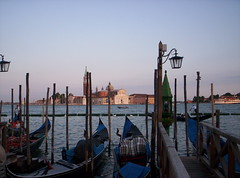 Venezia 2008 (Grabby Walls) Tags: world travel venice sunset italy atardecer italia tramonto places gondola venezia viaggi viaggio sangiorgiomaggiore veneto viaggiare grabbywalls