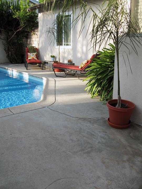 backyard+pool+lounge chairs