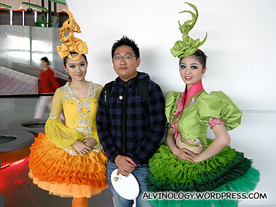 Two pretty performers in the Singapore pavilion