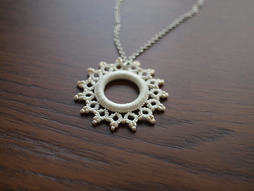 Tatting necklace in white