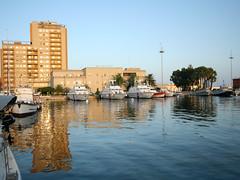 riflessi (inglingg) Tags: sardegna barca tramonto mare sigma porto vela 1020 grandangolo spiaggia notte poetto