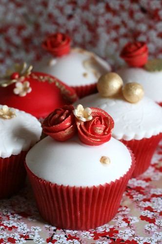 Bollywood style wedding cupcakes...