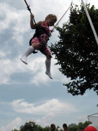Lena-Marie beim Trambolin springen