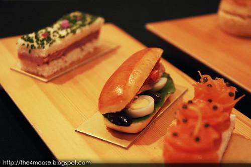 Le Salon De Thé de Joël Robuchon - Tuna and Poached Egg Sandwich