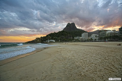 Praia do Leblon (rbpdesigner) Tags: street houses homes sunset sea brazil slr praia beach home water rio gua brasil riodejaneiro skyscraper canon buildings atardecer hotel mar calle sand eau strada tramonto rj areia strasse playa prdosol ev 5d rua maison rue grattacielo casas acqua mirante  spiaggia anoitecer prdios hause  leblon brsil  puestadelsol sokak edifcios coucherdusoleil gratteciel nachhause delfimmoreira sudeste arranhacu praiadoleblon hotis   strase   repblicafederativadobrasil canonef1635mmf28l parquedopenhascodoisirmos mirantedoisirmos posto12 volkenkratzer regiosudeste bairrodoleblon avenidadelfimmoreira sudestedobrasil