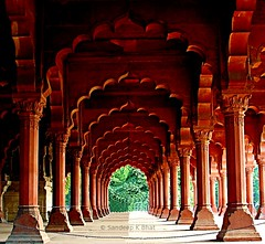Converging Arches (Sandeep K Bhat) Tags: red india point fort decorative delhi capital murals arches granite pillars vanishing akbar emperor newdelhi redfort aam mughal diwan diwaniaam