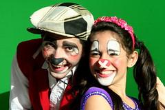 Ela fugiu com o palhao... (Fabiana Velso) Tags: face circo alegria pintura rosto palhao sorrisos palhaada duetos fabianavelso piollin