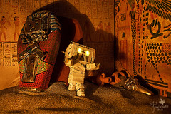 (explore) Danbummy (Senzio Peci) Tags: boy italy japan sand amazon italia desert fear egypt cardboard horror pharaoh sarcophagus sicily pyramids mummy giappone sicilia egitto hieroglyphics deserto sabbia piramide kaiyodo enoki sarcofago yotsuba danbo paura paternò geroglifici mummia faraone tomohide revoltech danboard ダンボー enokitomohide intothedeepofmysoul