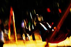 Garoto no Balano (Kid in a Swing) (Joo Fagim) Tags: park kids movement swinging playtime playingkids intentionalcameramovement