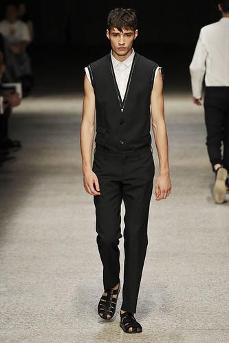 SS11_Milan Neil Barrett0006_Adrien Sahores(Stylecom)