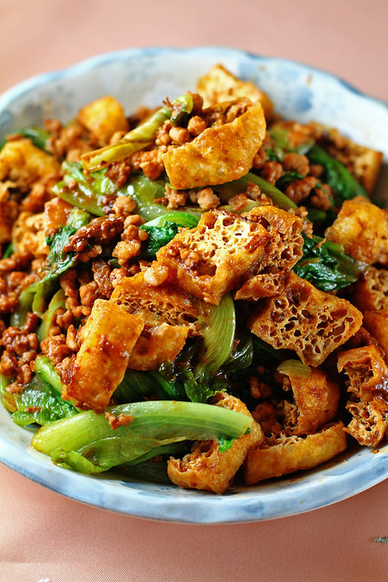 Minced Meat, Tofu Puffs & Lettuce in Bean Sauce