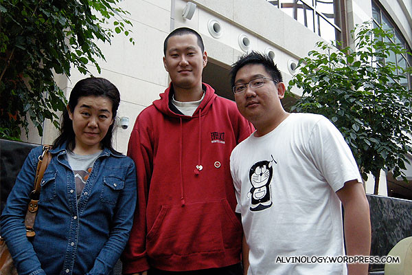 Me with our very tall Chinese guide and friendly Japanese blogger, Aoyama Naomi (http://www.lamune.com)