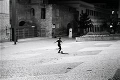 entrenamiento (training) (Fabio McCaree) Tags: madrid street nikon delta 400 ilford fm2 lavapies maku drmaku nikkor50mm18aise