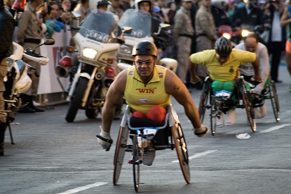 Categoría Silla de ruedas, largaron primero a las 07:00 Carlos Oliveira, Joao Goncalves y Ricardo Suarez.  (Diego Ayala - Asunción, Paraguay)