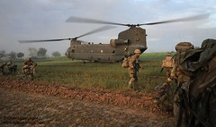 Soldiers of Somme Company, 1st Lancs Board a Chinook in Afghanistan During Op Tor Shezada (Defence Images) Tags: uk afghanistan army flag military free helicopter national soldiers british op chinook operation defense defence raf afganistan herrick helmand nadeali sayedebad torshezada