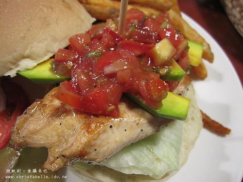 第八街美式漢堡酪梨雞肉仔細看